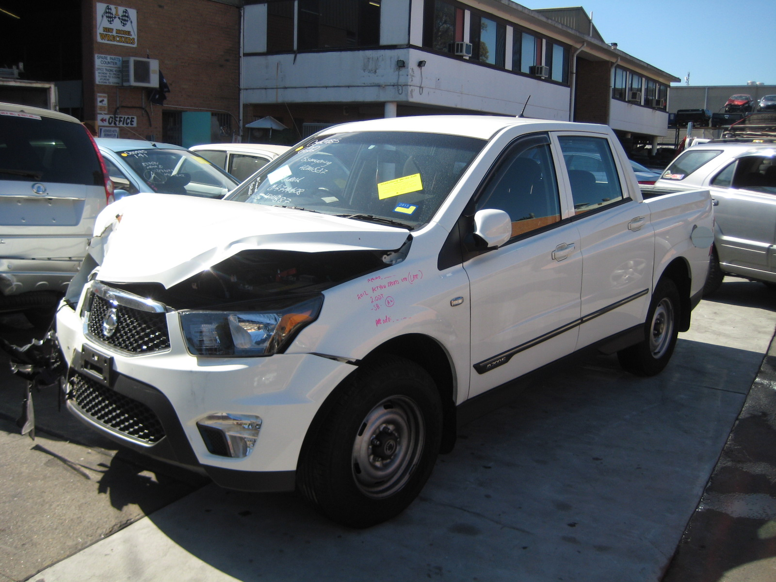 ssangyong actyon sports ute late 2 0dt sa 2wd white wrecking in sydney region. Black Bedroom Furniture Sets. Home Design Ideas