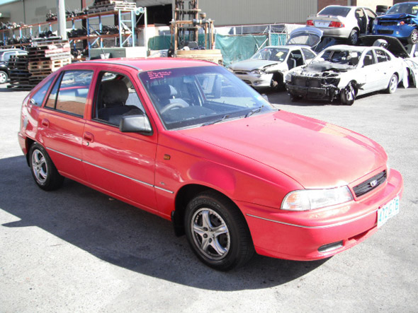 Wrecking Daewoo Cielo 5DR HB 1.5i -A- Red for auto parts